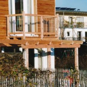 Pergola mit Balkon und Glaseindeckung