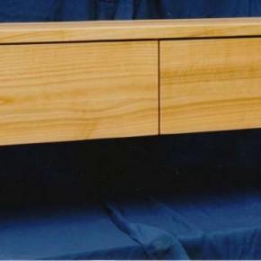 Bank für eine Garderobe aus europäischen Kirschbaumholz mit zwei Schubkästen