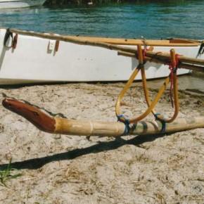 Bambusschwimmer mit Schnitzerei