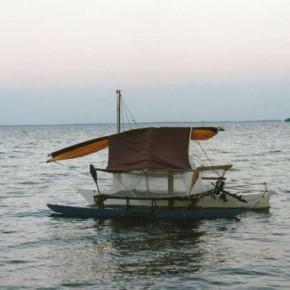 KOLEA mit Plane und Moskitonetz zum Schlafen auf dem Trampolin