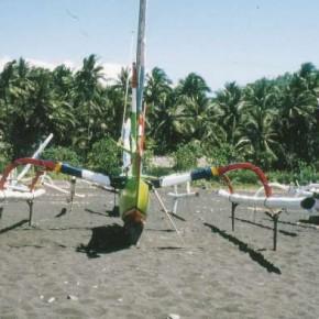 Balinesische Jukungs an der Westküste von Bali 1988