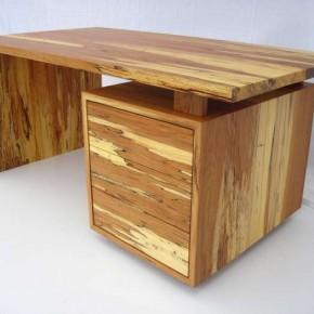 Schreibtisch aus Stockbuche