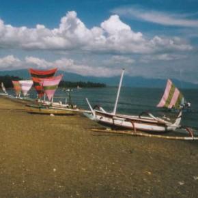 Jukungs an der Südküste Balis